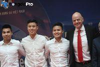 Diện kiến Chủ tịch FIFA xong, Quang Hải, Duy Mạnh về quê làm việc thiện