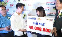 Đoạt giải Fair Play 2017, Văn Toàn có cử chỉ khiến triệu fan ngưỡng mộ