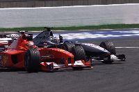 David Coulthard và DJ Martin Garrix mang không khí đua xe F1 tới Việt Nam