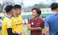HLV Miura có hành động bất ngờ với trụ cột SLNA trước trận vòng 1/8 Cúp QG