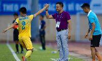 Bị đội bóng cũ cầm hòa ở trận ra mắt, HLV Nguyễn Đức Thắng trách trọng tài