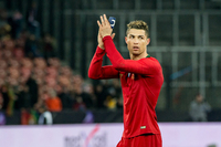Được Real Madrid xoa dịu, Ronaldo vẫn quyết đợi MU