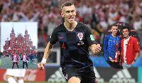 Thủ môn Bùi Tiến Dũng trao giải Cầu thủ xuất sắc nhất bán kết World Cup cho Perisic