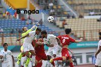 """U23 Việt Nam vs U23 Pakistan: Công Phượng bị """"Messi nhập"""" trong trận thắng ra quân"""