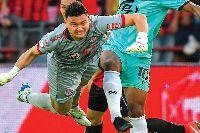 Văn Lâm nổi bật dù Muang Thong United thua đau trận đầu Thai League 2019