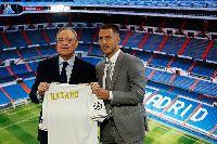 Eden Hazard chính thức ra mắt Real Madrid