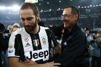 """Higuain được HLV Sarri """"bảo kê"""" tại Juventus"""