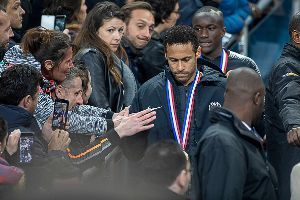 Neymar thừa nhận đấm CĐV vì cay cú