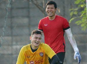 Đặng Văn Lâm tập cùng thủ môn số 1 ĐT Thái Lan trước thềm King's Cup 2019