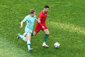 Trực tiếp Bồ Đào Nha 1-0 Hà Lan: Marten de Roon bỏ lỡ cơ hội