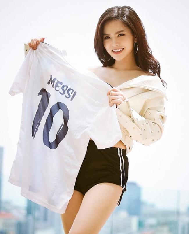 Phi Huyền Trang: Fan cuồng Argentina, sẵn sàng cởi áo ăn mừng vì Messi