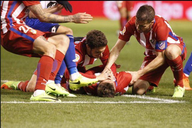 Cầu thủ nuốt lưỡi vô thức: Từ Torres tới Thiện Đức