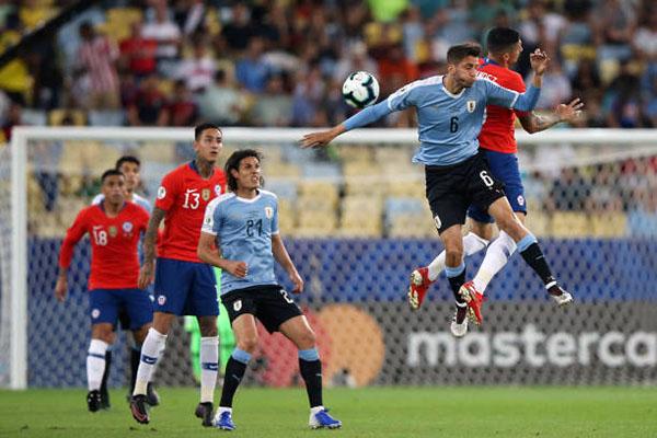 Chile 0-1 Uruguay: Cavani giúp Uruguay vào tứ kết Copa America cùng ngôi đầu bảng