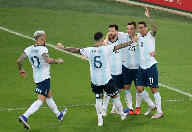 Messi khiến fan bất ngờ khi hát quốc ca Argentina