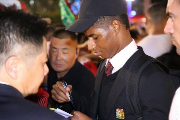 Fan Trung Quốc chán ghét MC, yêu thích MU
