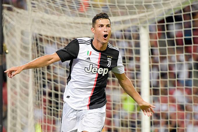 Maurizio Sarri: Cristiano Ronaldo thi đấu bằng 10 cầu thủ cộng lại