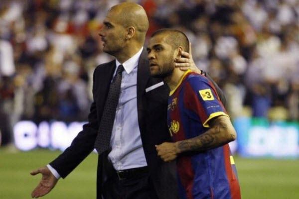 """Dani Alves vẫn """"đắt hàng"""" dù bị Man City ruồng rẫy"""