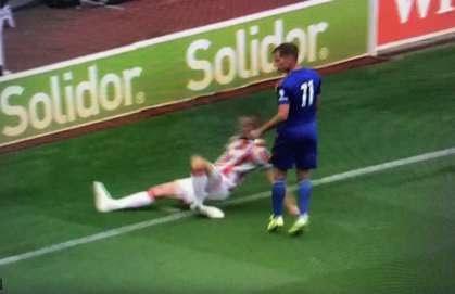 Ryan Shawcross chấn thương kinh hoàng trong trận giao hữu giữa Stoke và Leicester City