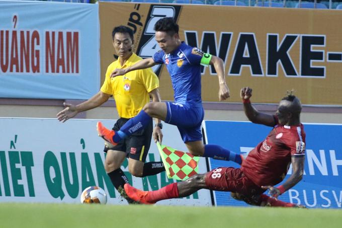 HLV TP.HCM: Trận đấu V-League không còn là bóng đá nữa