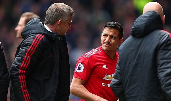 Alexis Sanchez chấp nhận giảm lương để được đá cặp với Cristiano Ronaldo?