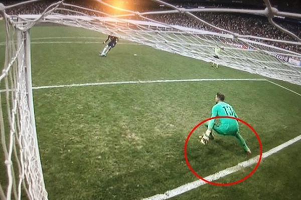 Đá lại luân lưu Siêu Cúp châu Âu vì thủ môn Liverpool phạm luật?