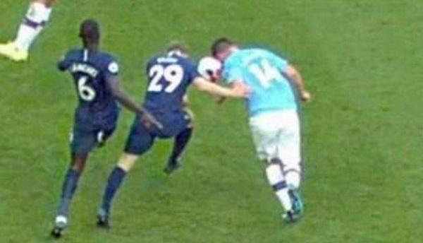 Gabriel Jesus đối diện án phạt nặng vì chửi VAR ở trận Man City 2-2 Tottenham