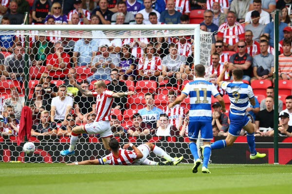 Stoke City 1-2 QPR: Tội đồ Jack Butland khiến Stoke trắng tay ngày khai mạc