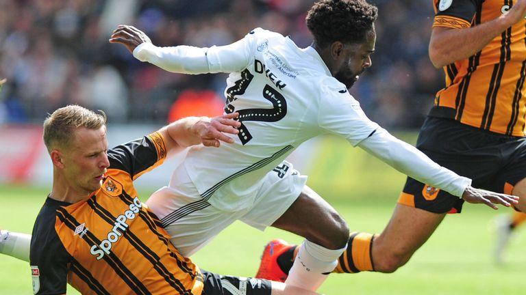 Swansea City 2-1 Hull City: 107 giây ngược dòng không tưởng